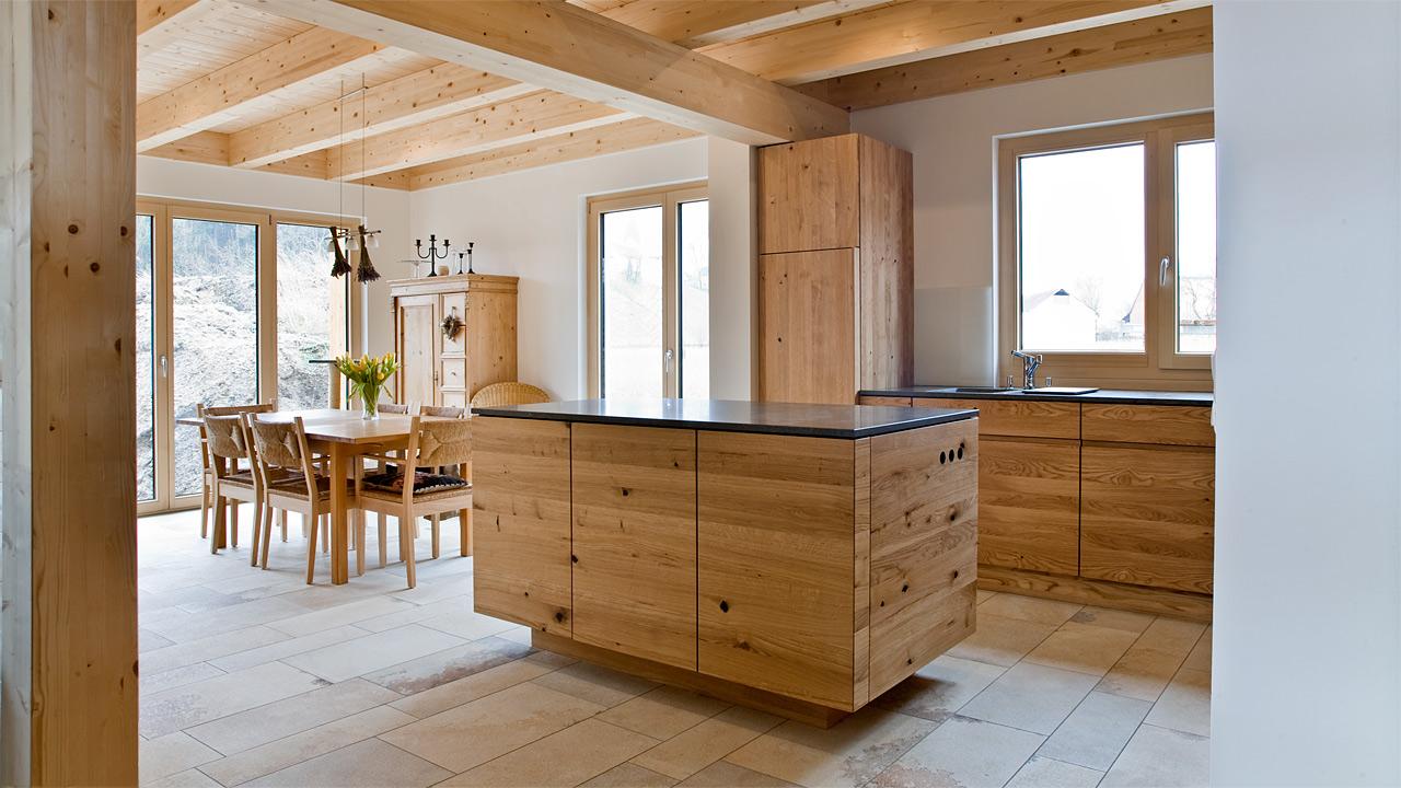 Modern gestaltete schlichte schreinerkueche for Schreinerküche